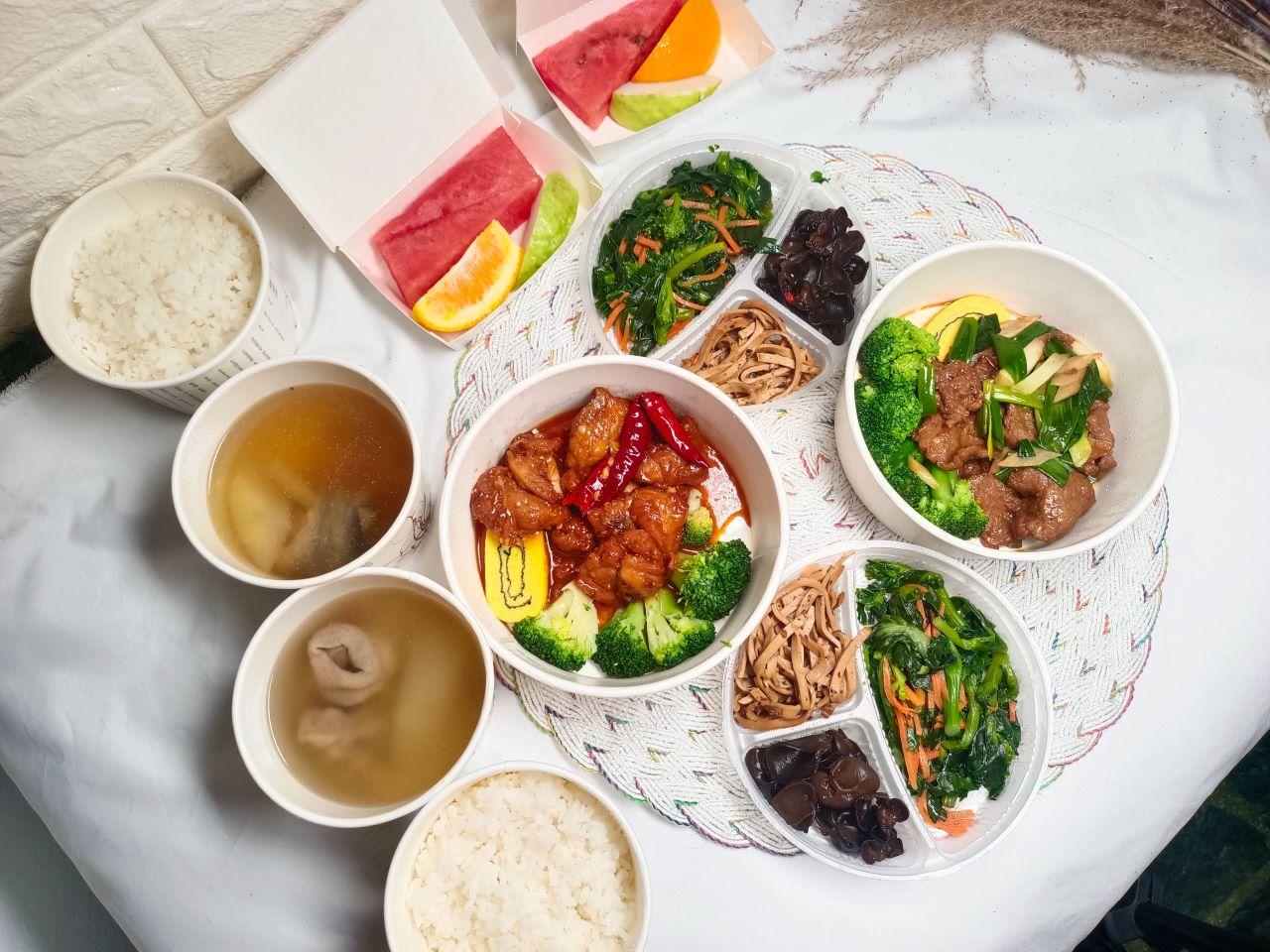 全省彭園婚宴會館多款經典菜色讓你在家就可以享用~一套180元一次享用每日主廚主餐加豪華三配菜,白飯水果和湯品 @Nancy將的生活筆計本