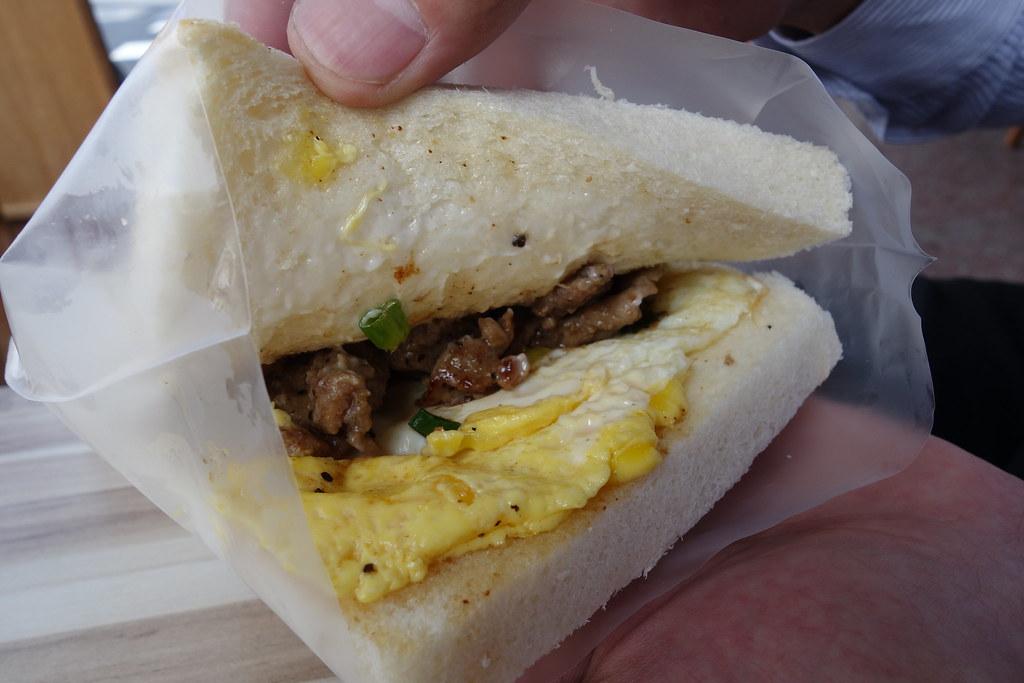 (西門捷運站)麥町土司工坊,中秋烤肉土司,入味的烤肉片,鬆軟的土司 @Nancy將的生活筆計本