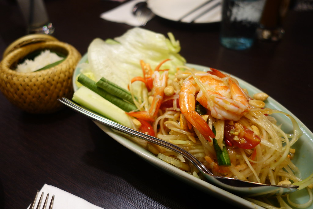 (忠孝復興站)微風廣場泰喜歡 A ROY DEE by Sukhothai,超過2公分厚的月亮蝦餅我好愛~多人分享餐週一~週三還可以打75折 @Nancy將的生活筆計本