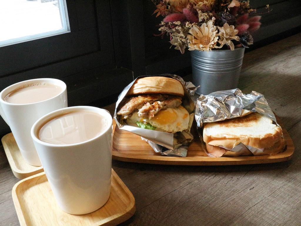 (菜寮站)新北三重早午餐-ticket鐵匙,甜蜜蜜芋泥吐司,鐵板吐司,鐵板漢堡 @Nancy將的生活筆計本
