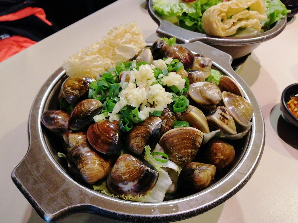 (板橋美食)板橋火鍋-啡嚐道火鍋,一個人也可以吃滿滿蛤蜊的啵啵蛤蜊鍋,牛奶鍋底順口好喝 @Nancy將的生活筆計本