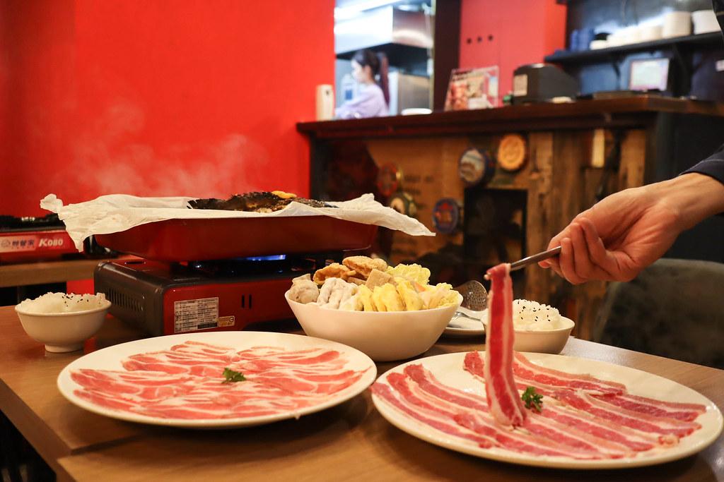 (屏東美食)東港華橋市場美食-王匠黑鮪魚生魚片&日本料理《華僑市228攤》食材新鮮品質佳來東港玩別忘了來吃一下喔 @Nancy將的生活筆計本