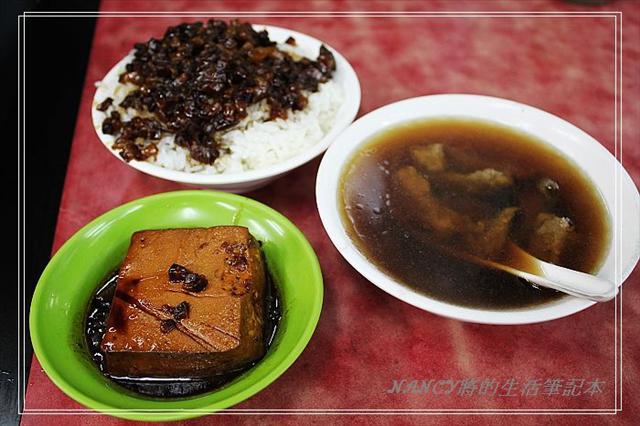 搭上艋舺風~其實我只是去吃晚餐的小王瓜仔肉清湯.它的魯肉真的入口即化 @Nancy將的生活筆計本